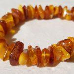 bracelet en perles de formes libres en ambre