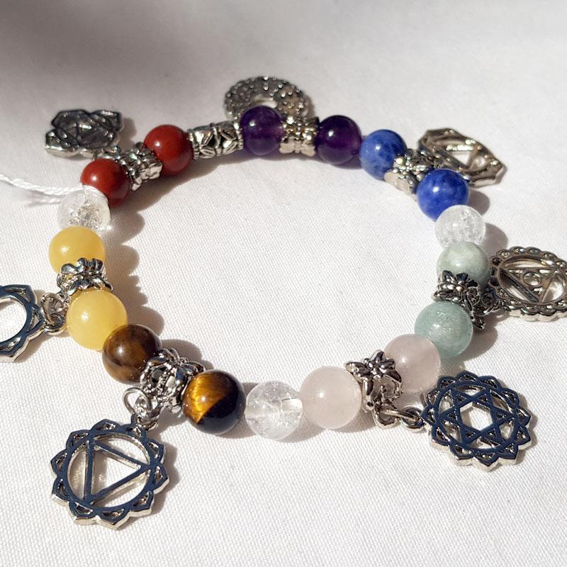 bracelet perles 7 chakras avec les symboles hindous