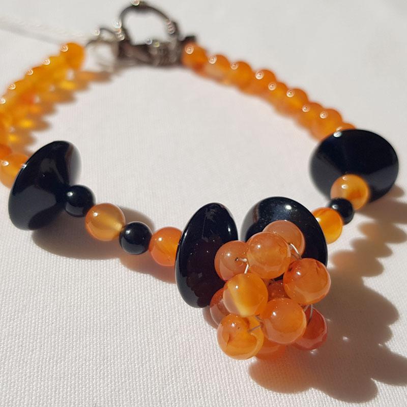 bracelet en perles de cornaline et disques d'hématite