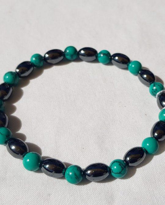 bracelet en perles d'hématite et de howlite teintée bleue