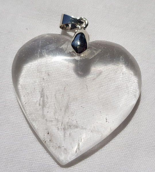 pendentif en forme de coeur en cristal de roche